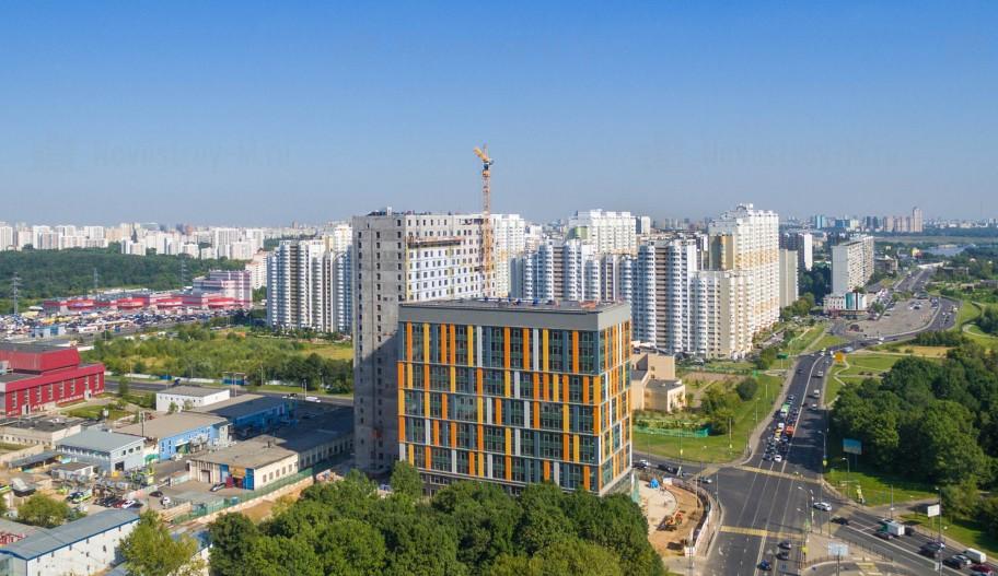 Бизнес-центр YE'S в Москве в период строительства.