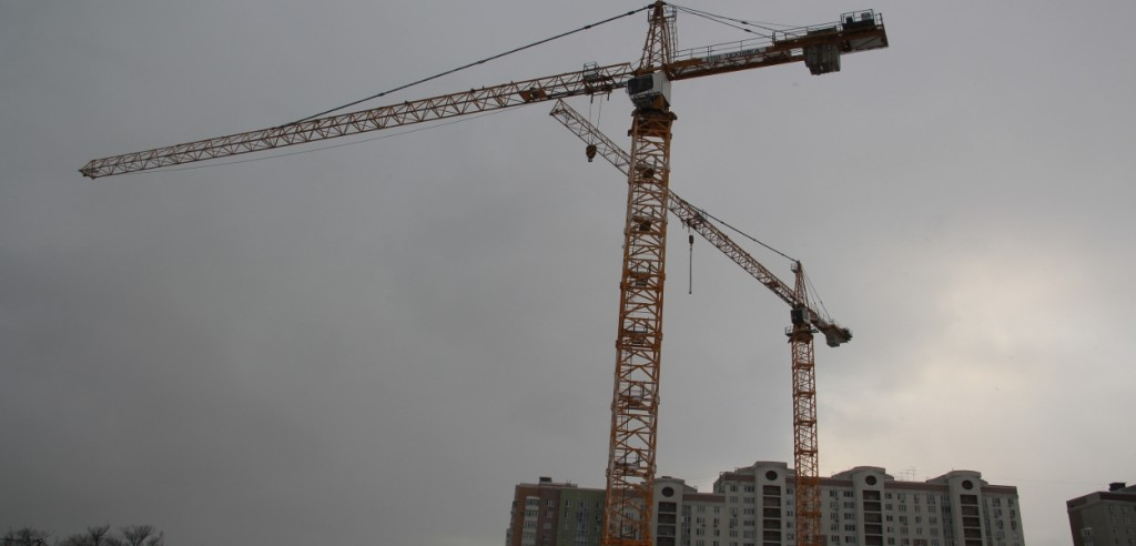 Новостройка Жилой Комплекс «Прайм Тайм» в Москве. Установлены два башенных крана.