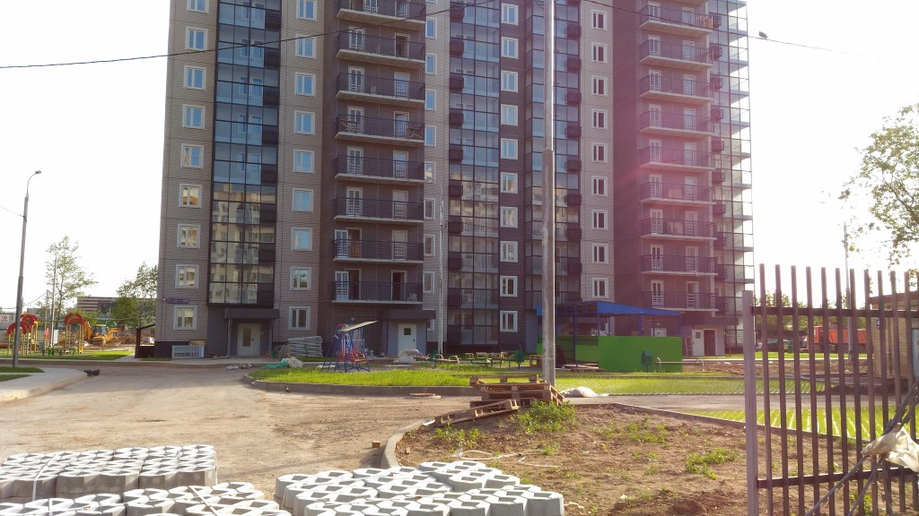 Новостройка ЗАО Москвы ЖК «Мичурино-Запад». Строительные работы во дворе.